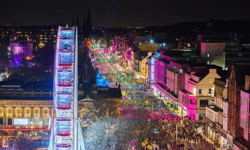 Эдинбург во время празднования Хогманая © Chris Watt