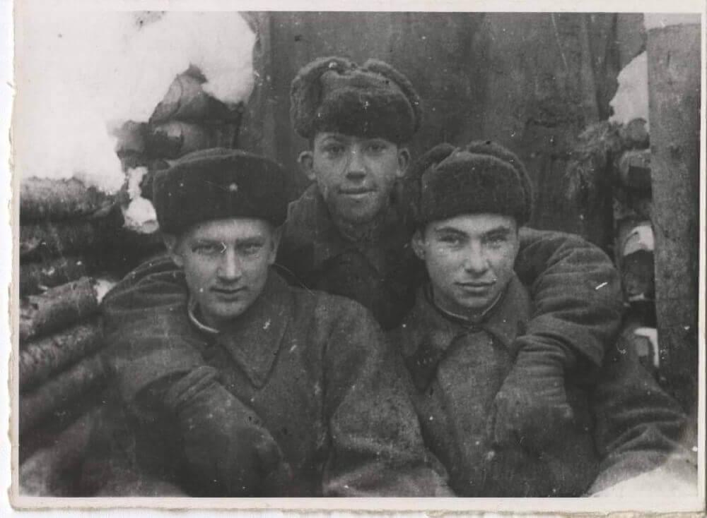 Фронтовик Юрий Никулин (в центре)