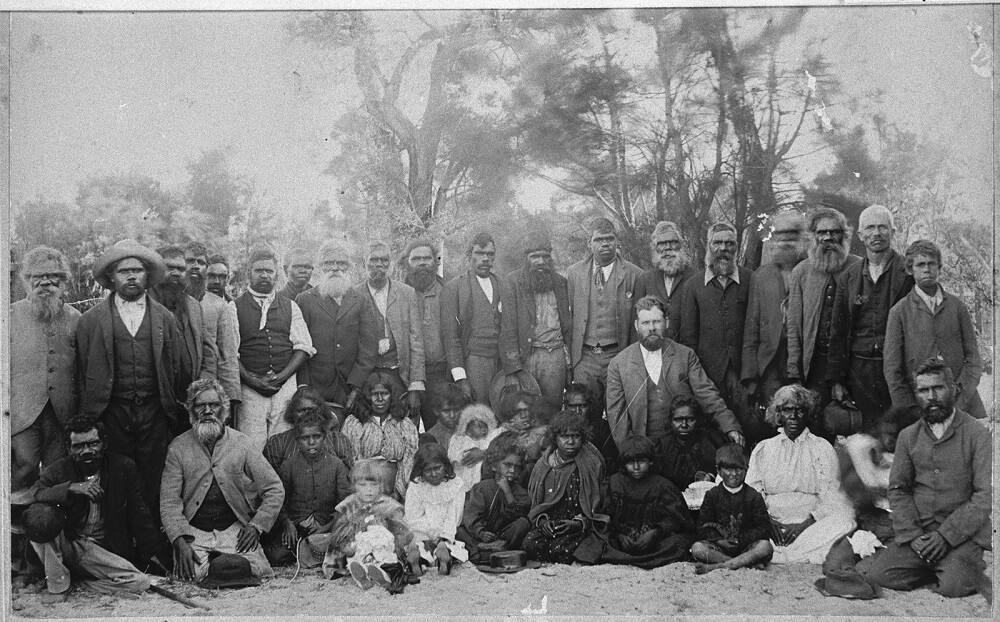 Групповой портрет Нунгарских мужчин, женщин и детей, Фанни Бальбук