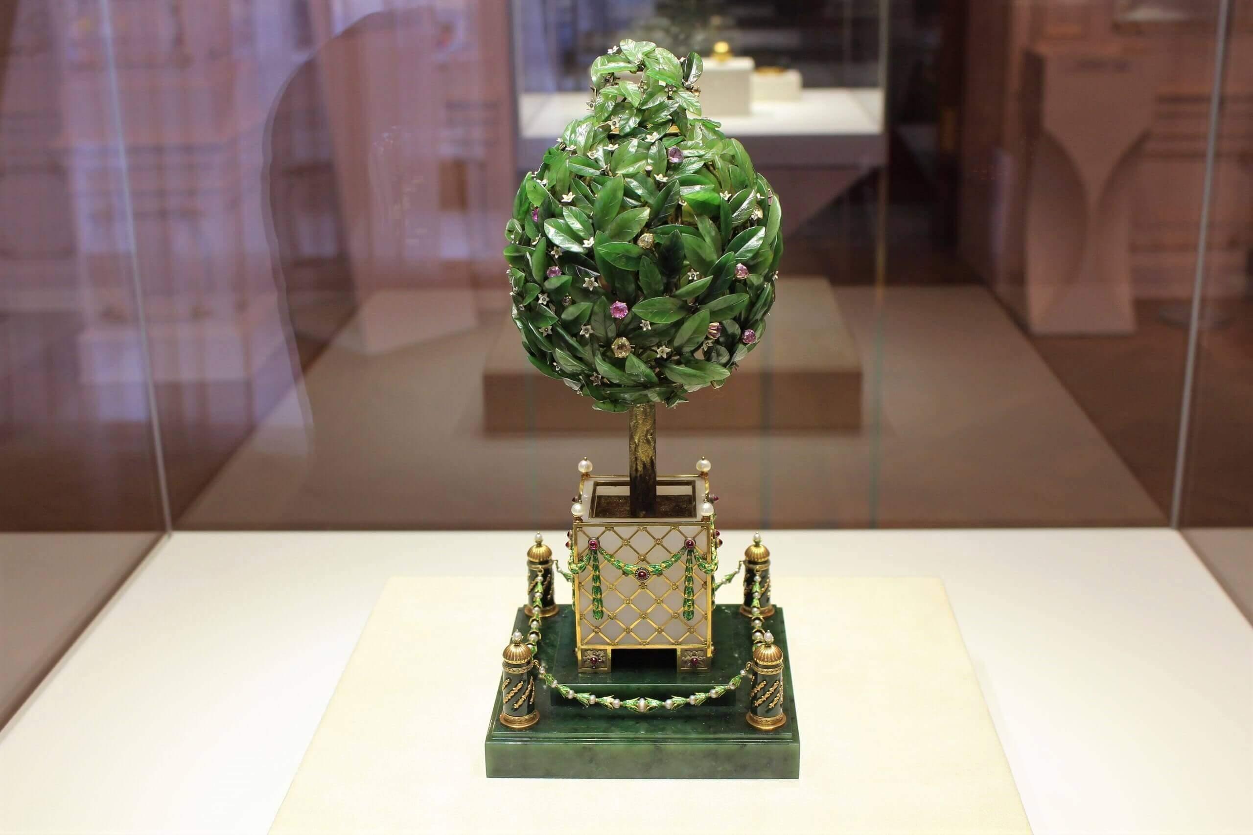 Лавровое дерево в музее Фаберже в Петербурге