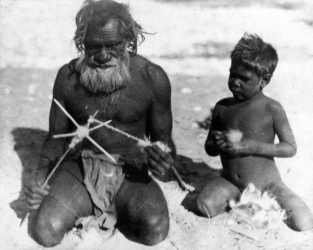 Урок прядения струн, Центральная Австралия