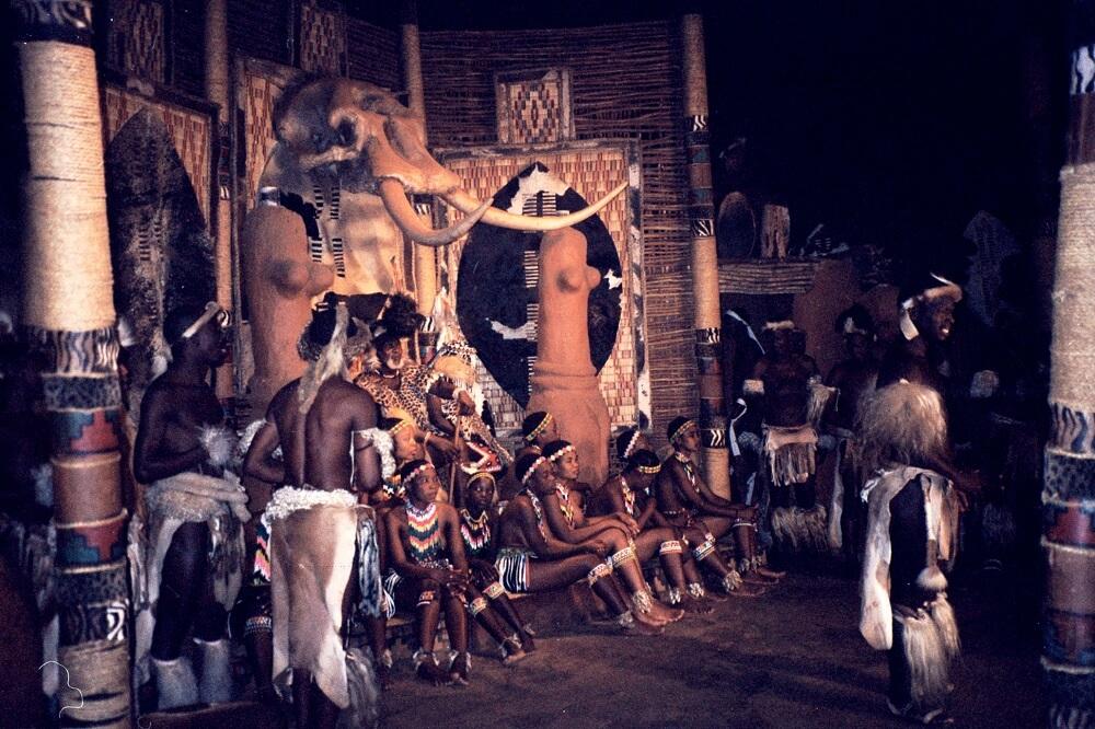 Зулусские Танцы. Наталь, Южная Африка. Апрель 2004 года.Richard Gifford