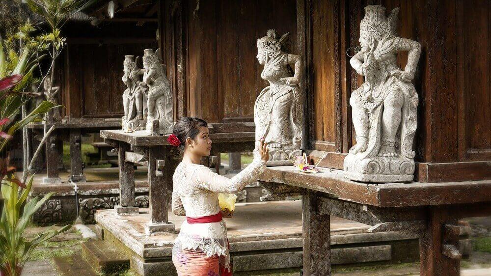 На Бали поклоняются своим богам