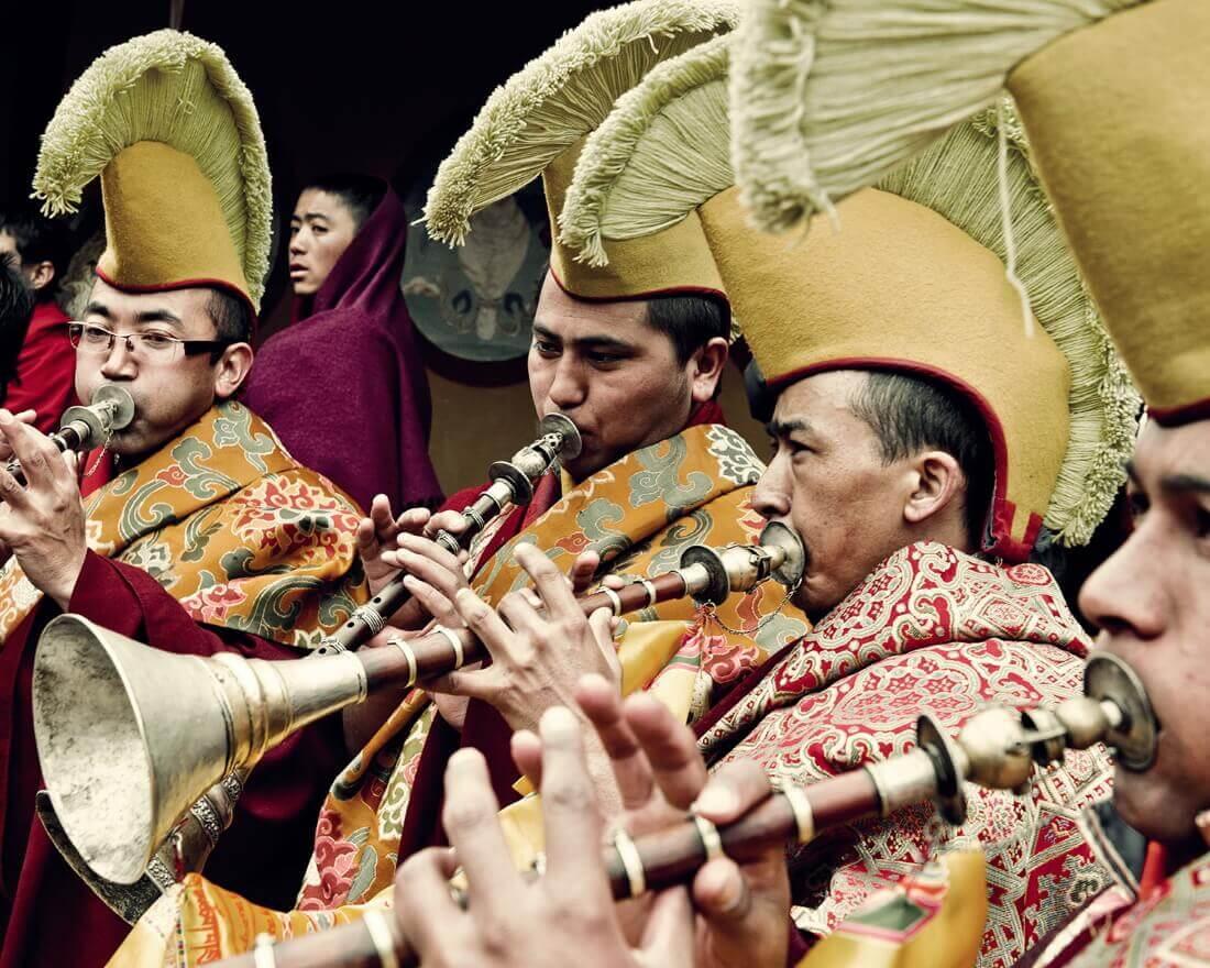 Буддийские монахи в монастыре Ганден, Тибет, 2011