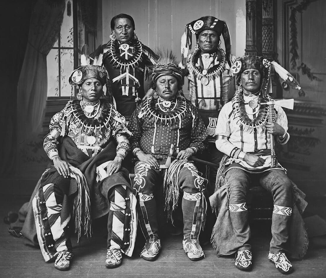 Делегация племени ото. Фотограф Джон Хиллерс