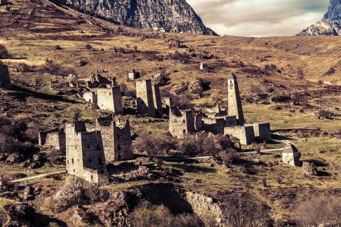Древние башни и руины, город Эгикхал, Республика Ингушетия, Россия,