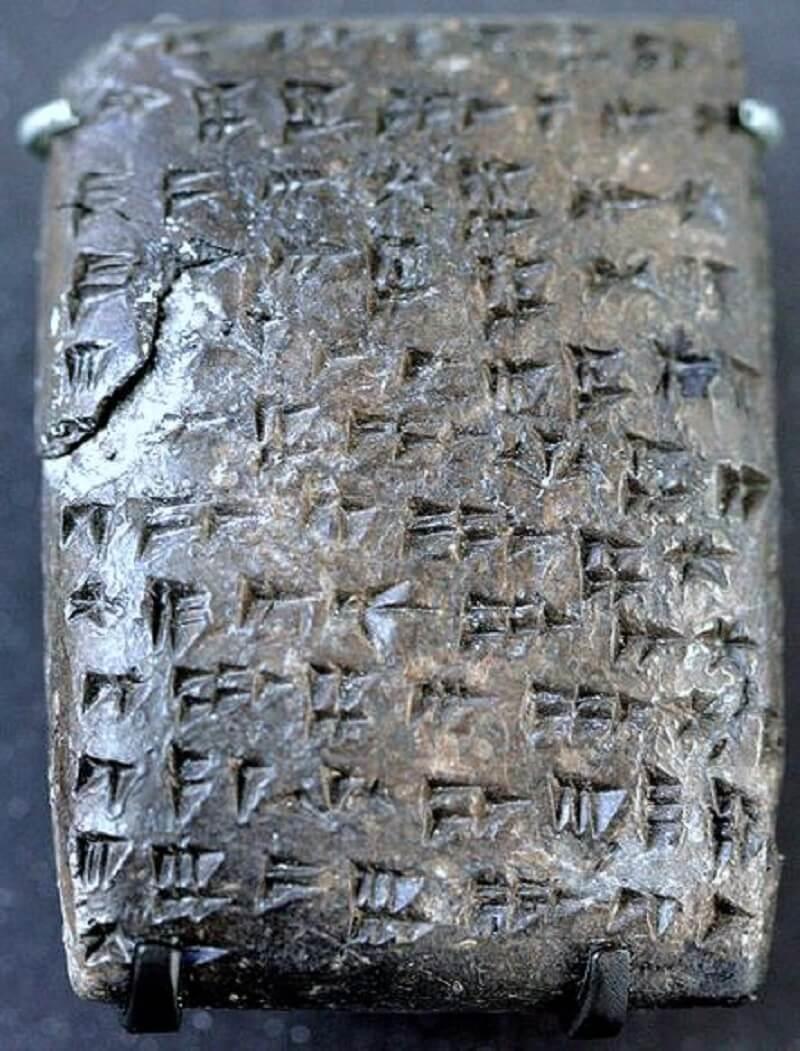 Глиняная табличка с хурритской клинописью