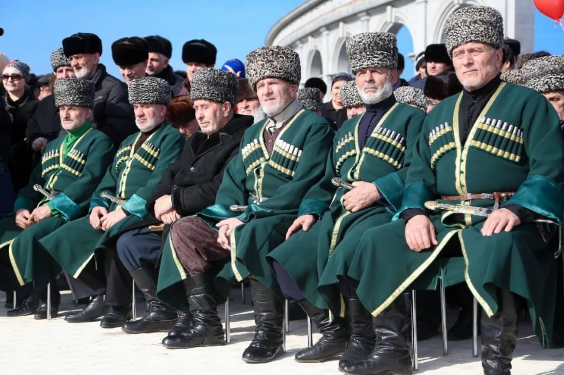 Ингуши во время мероприятия, посвященного годовщине депортации ингушского народа и Дню защитника Отечества