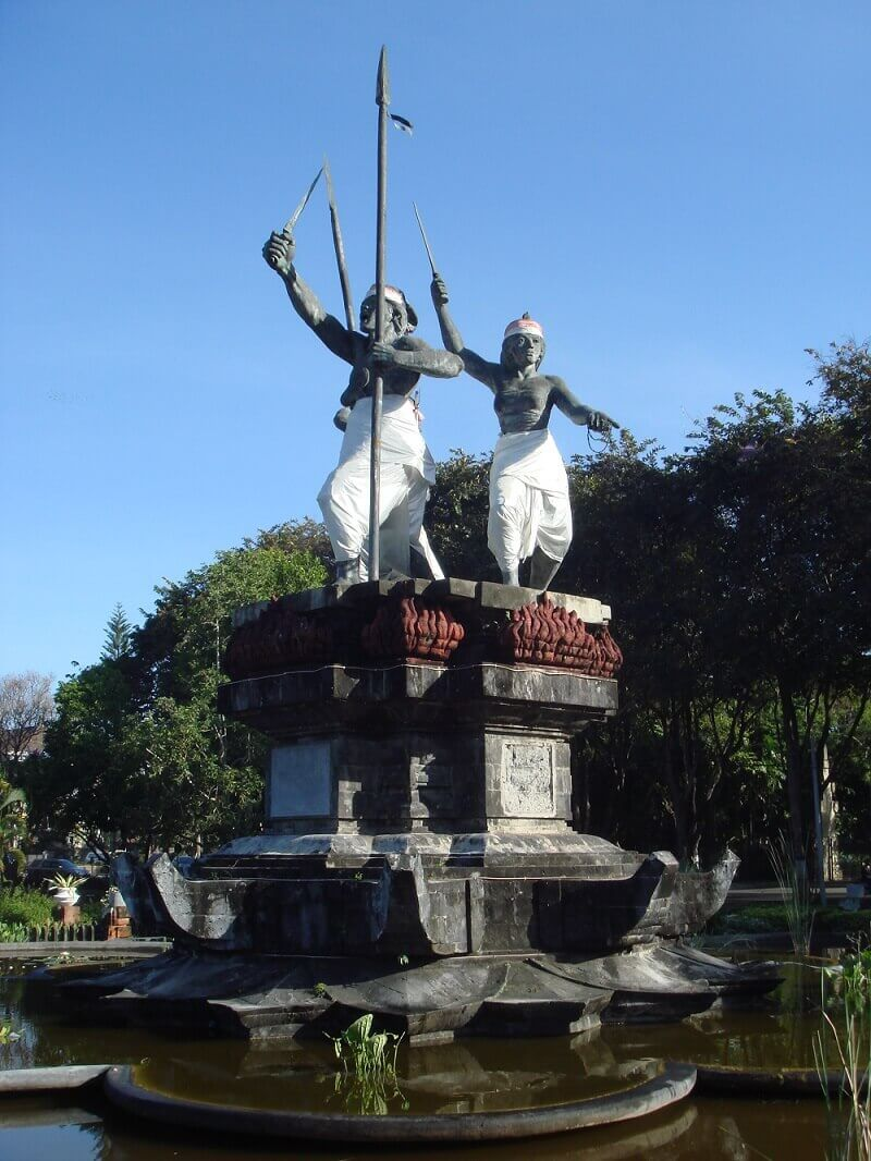 Монумент памяти погибших в Денпасаре на Бали.