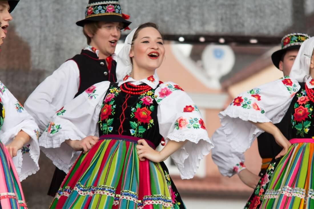Народные танцоры из города Лович в центральной Польше