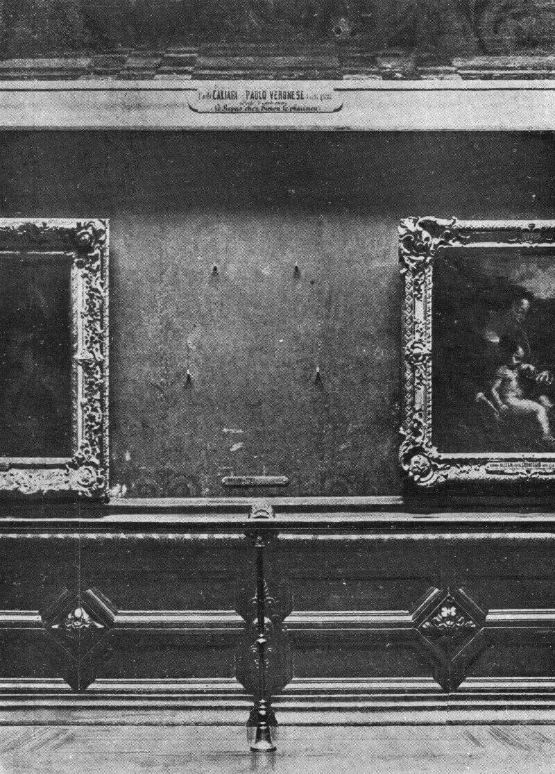 Пустая стена в Лувре после кражи в 1911 году картины «Мона Лиза»
