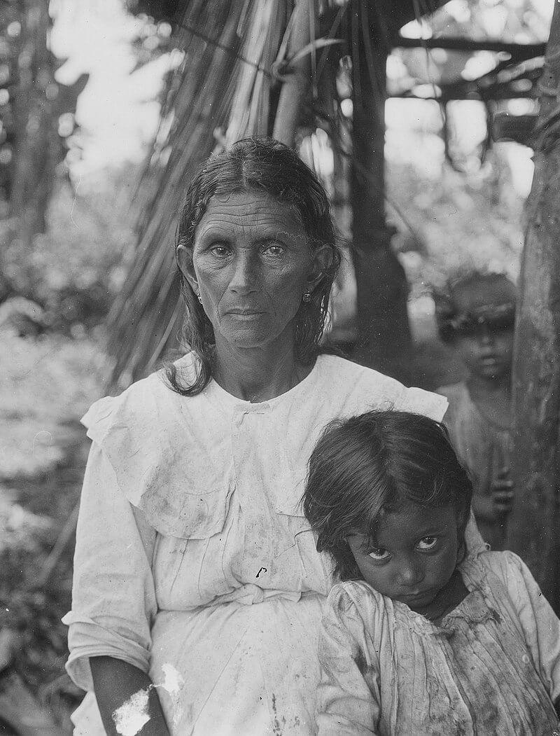 Женщина и ребенок в Баракоа, Куба, 1919 год Фото: Марка Рэймонда Харрингтона
