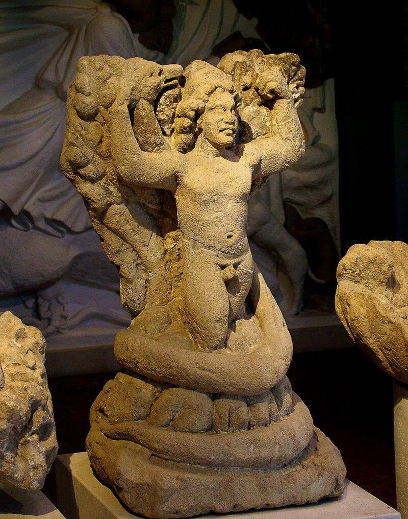 Бог Митра — древнеиранское божество
