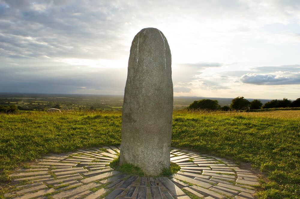 Камень Фаля один из даров Дану