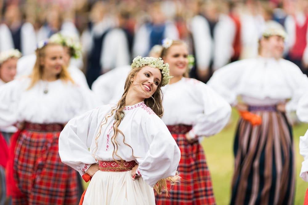 Эстонки на народном фестивале