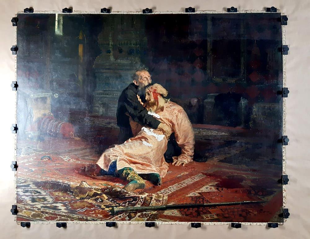 Картина «Иван Грозный...», пострадавшая от вандалов / Фото: Софья Багдасарова