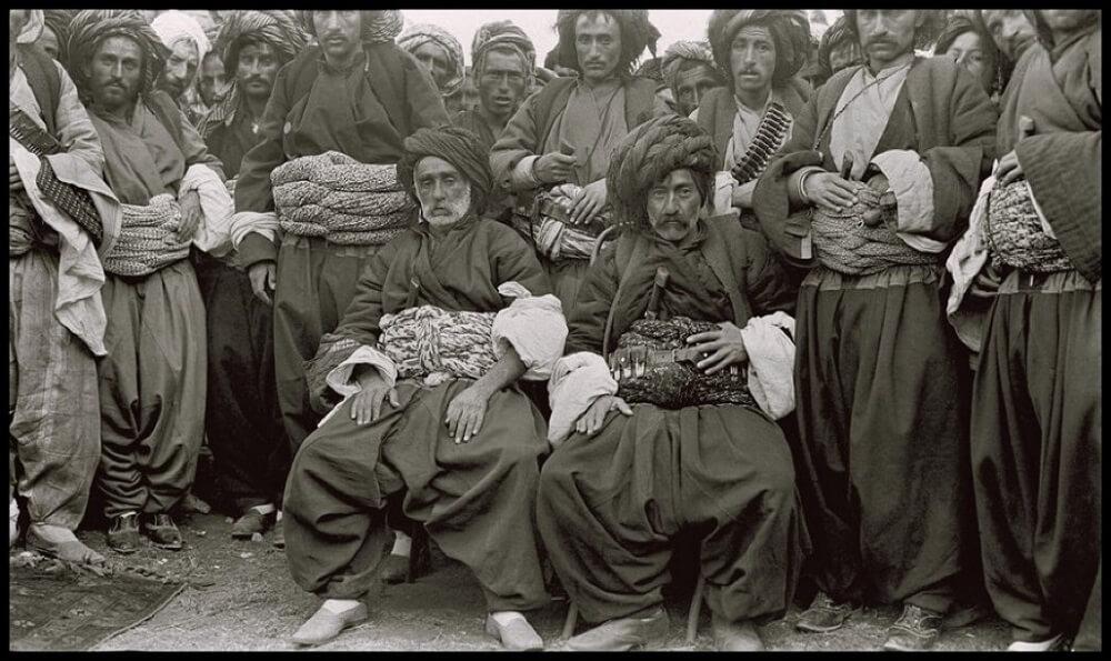 Курдские вожди в традиционной курдской одежде