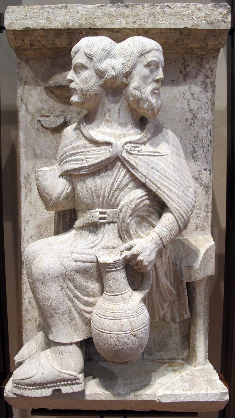 Мастер месяцев, двуликий Янус 1225-1230 год Январь музей Феррарского собора