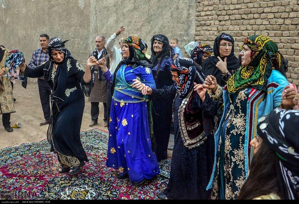Традиционные Свадебные церемонии Все еще Популярны в Иране