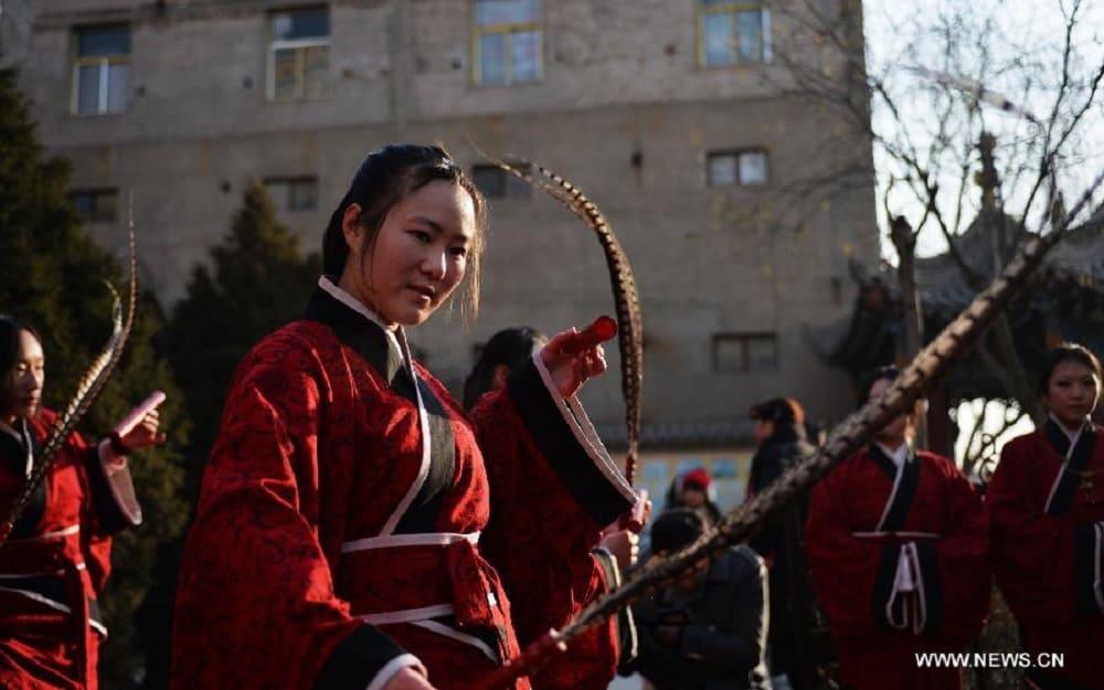 Девушки в одежде хань на фестивале