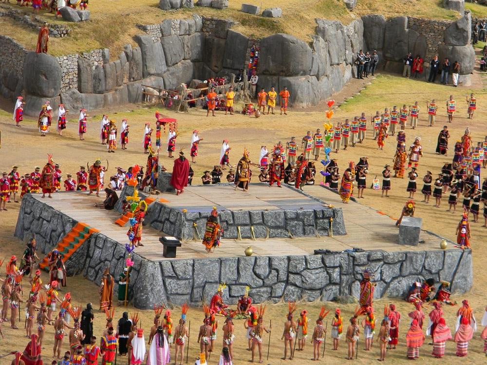 Древний храм где происходит основное действо фестиваля солнца