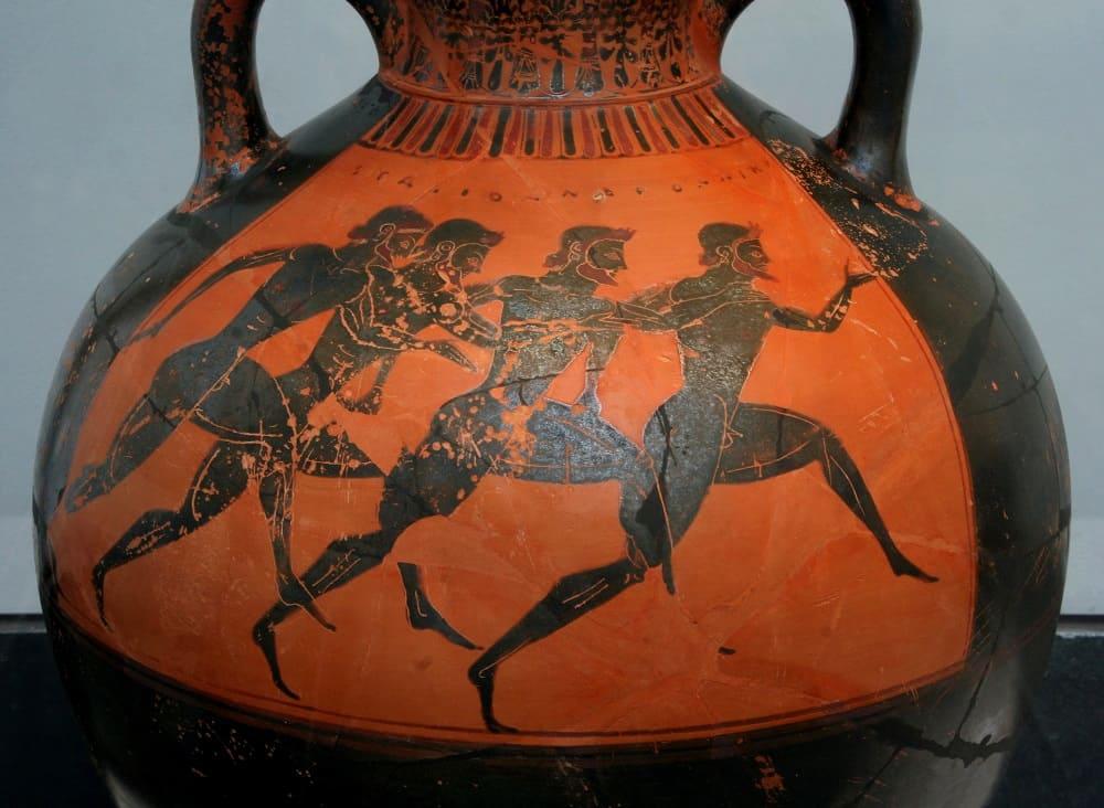 Греческая ваза на которой изображены бегуны с Панафинеи 530 год до н.э / Wikimedia Commons