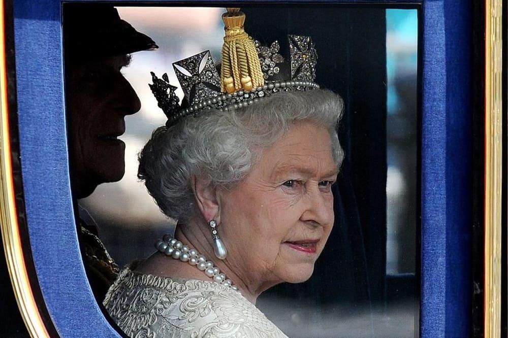 Королева Елизавета в карете / bt.bmcdn.dk
