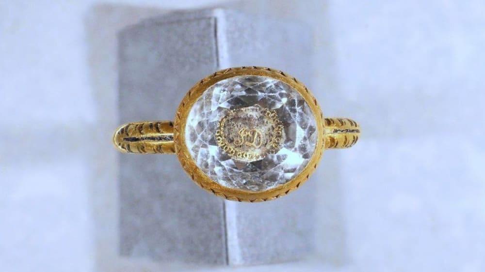 Найденное в Великобритании кольцо эпохи Стюардов / bbc.com