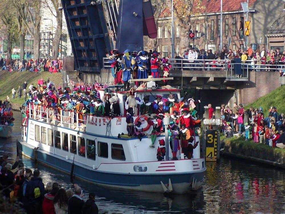 Отбытие Синтерклааса на лодке / © MarkDB / wikipedia.org