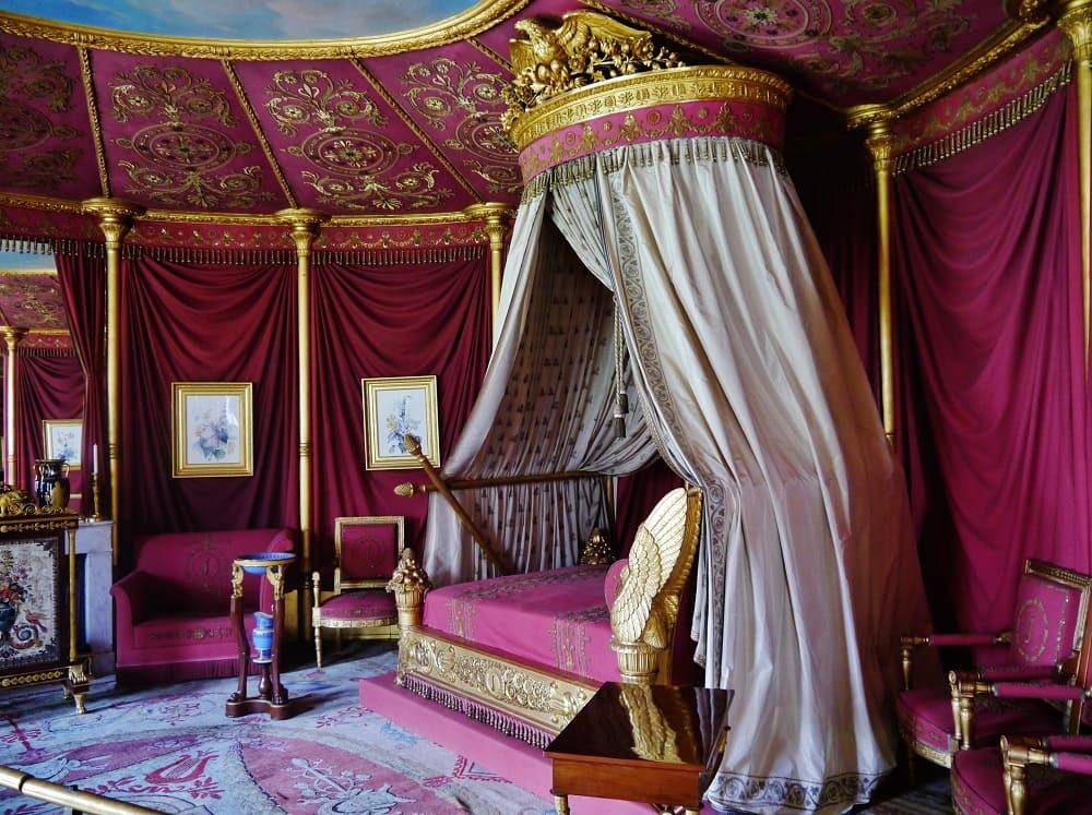 Спальня императрицы во дворце Мальмезон Местонахождение: Рюэй-Мальмезон, О-де-Сен, Регион Иль-де-Франс, Франция