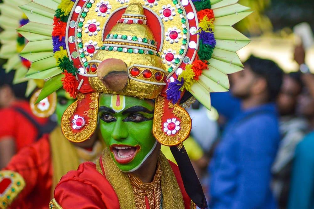 Интересный персонаж на Онаме, празднике в Индия