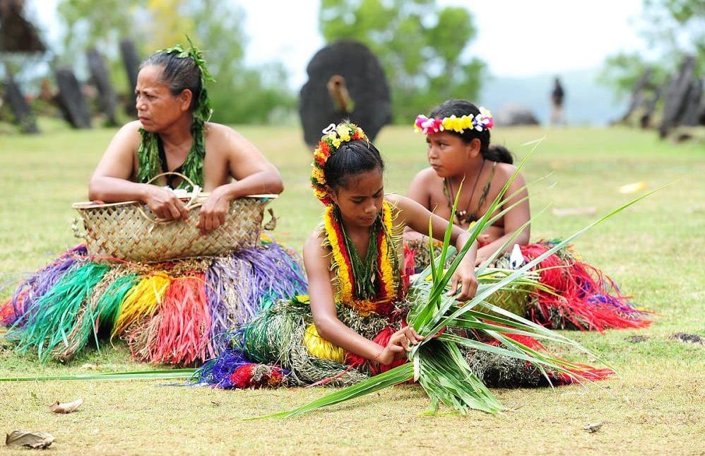 Изгатовление плетёных карзин на острове Яп
