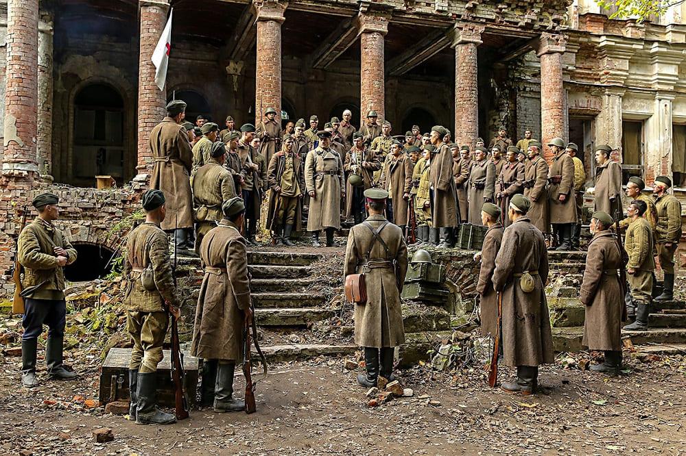Кадр из фильм «Подольские курсанты»