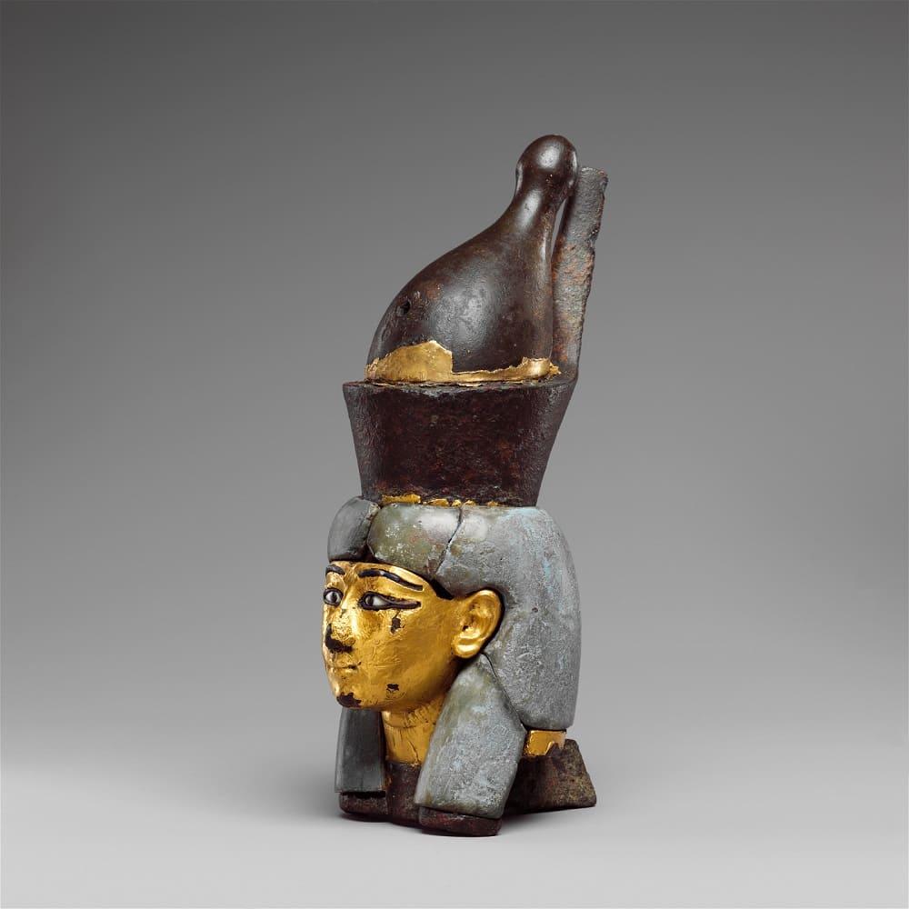 Насадка в виде головы богини в двойной короне около 1070 - 664 года до н.э Местонахождение: Музей искусств Метрополитен, Нью-Йорк, США