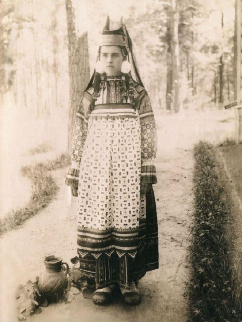 Женщина в праздничном костюме, Скопинского уезда, Рязанской губернии. 1900 год