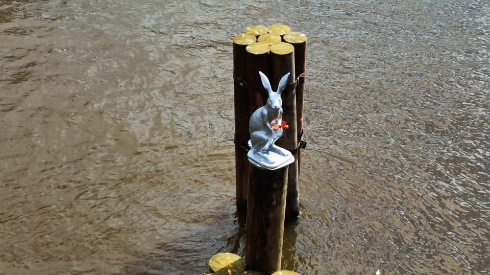 Знаменитая скульптура зайца