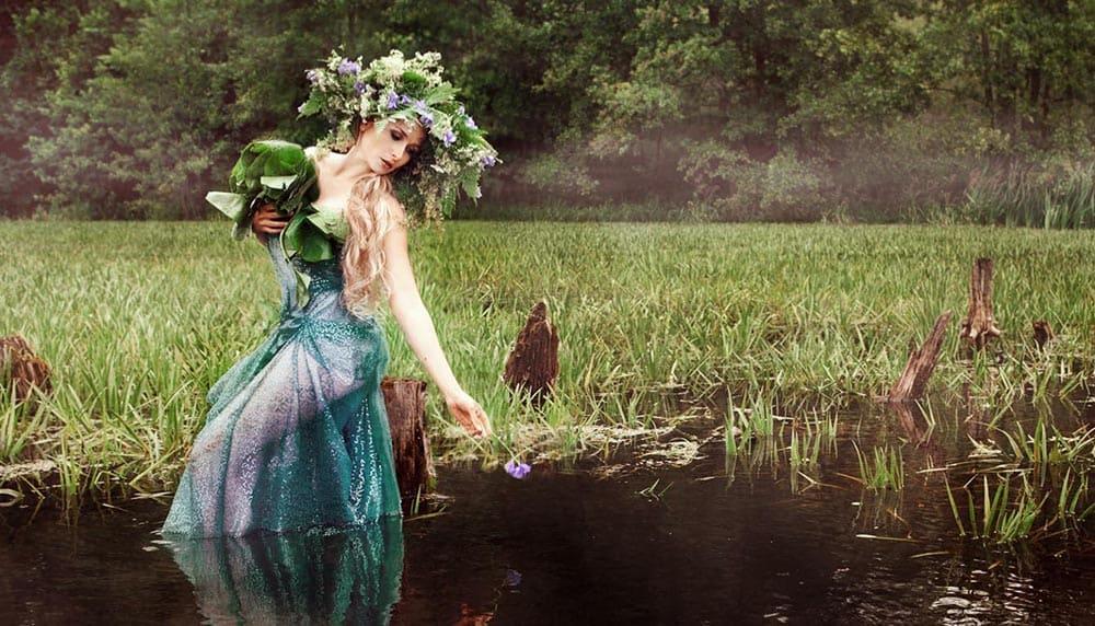 На Троицу девушки плетут венки и гадают на суженого / © Olga Semenova / Russian Look