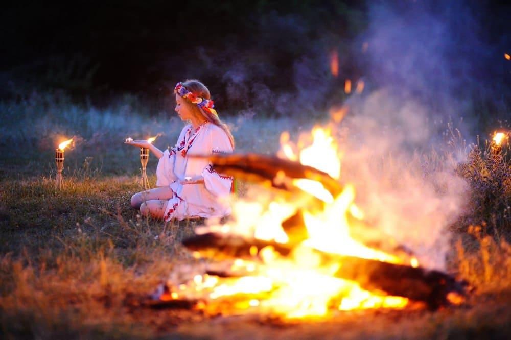 Многие народы покланялись огню небесному и земному