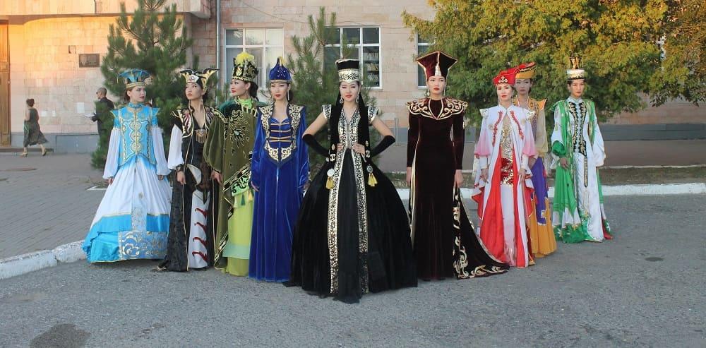 Современные калмыцкие платья
