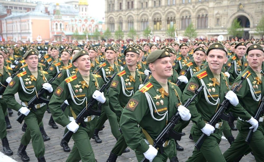 Аксельбанты придают нарядность и праздничность военной форме / ru.wikinews.org