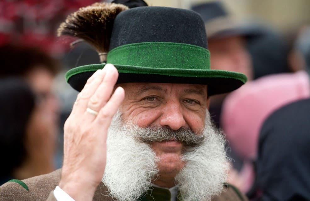 Баварец в традиционной шляпе / © Lennart Preiss / alfotoru.com