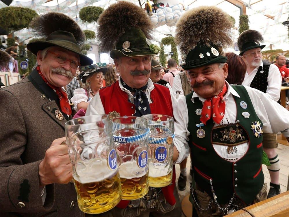 Баварцы на своём любимом празднике Октоберфест