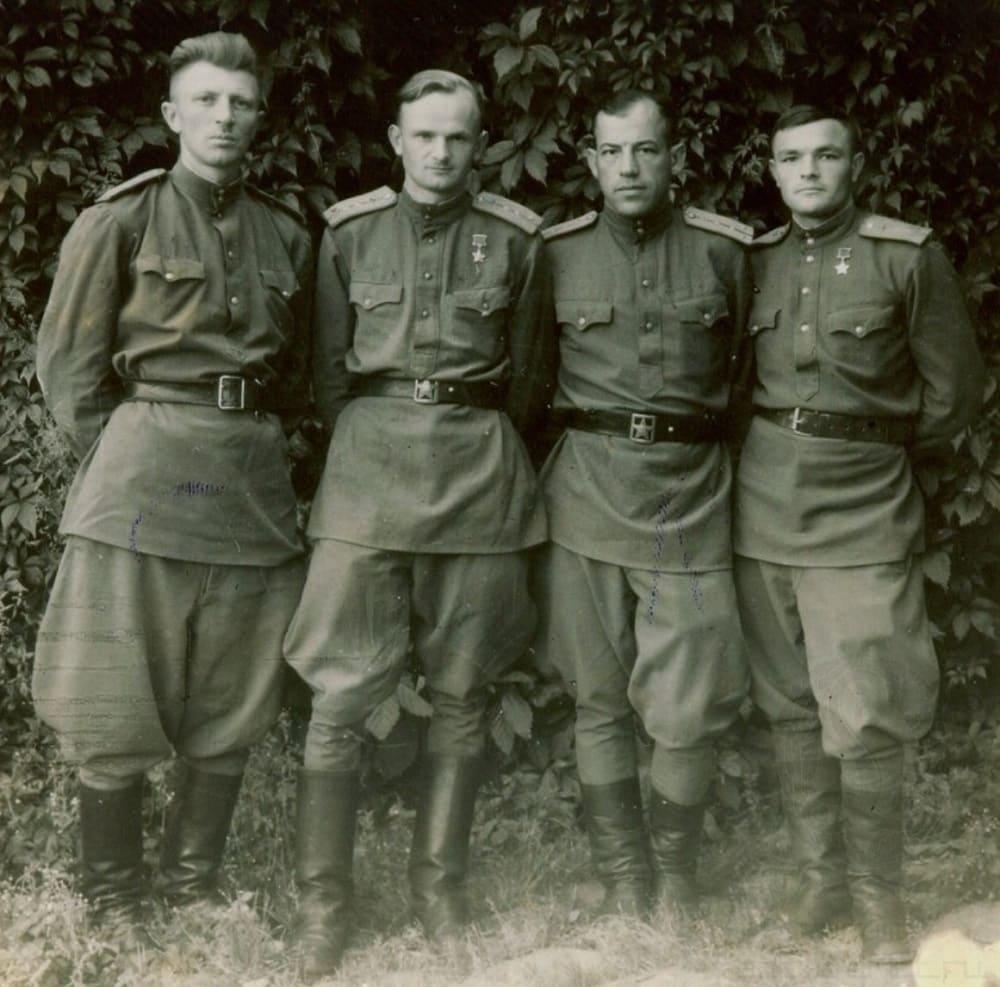 Брюки галифе - были частью военной формы советских солдат в Великую Отечественную войну