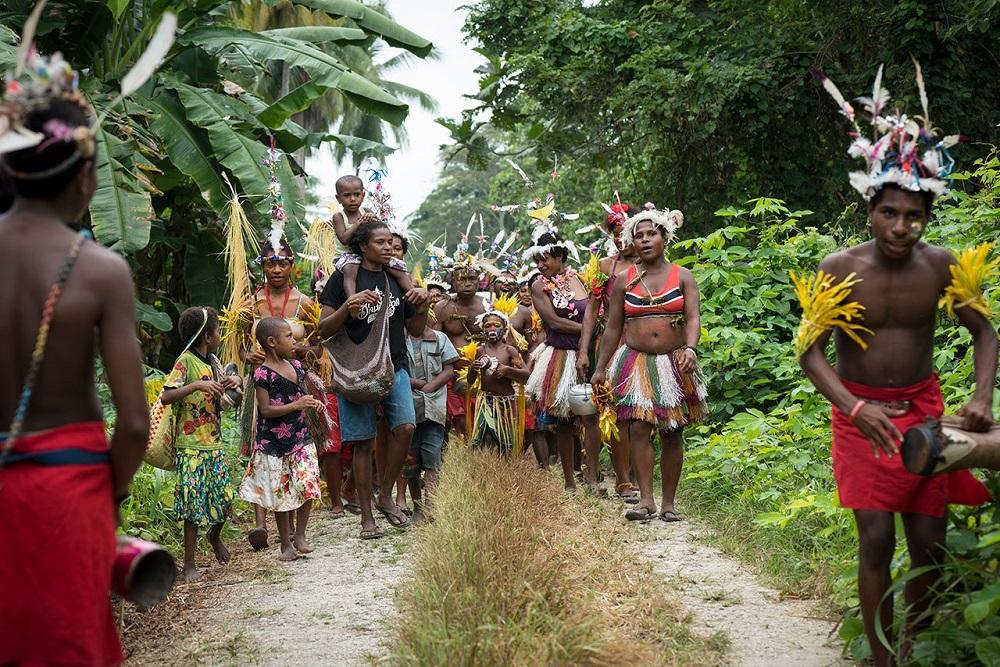 Достижения научно-технического прогресса, новые знания меланезийцы органично вписывают в свою традиционную структуру / andreymatusovskiy.com