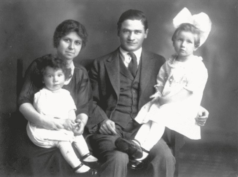 Джек Лондон с женой Элизабет Маддерн и детьми / biographe.ru