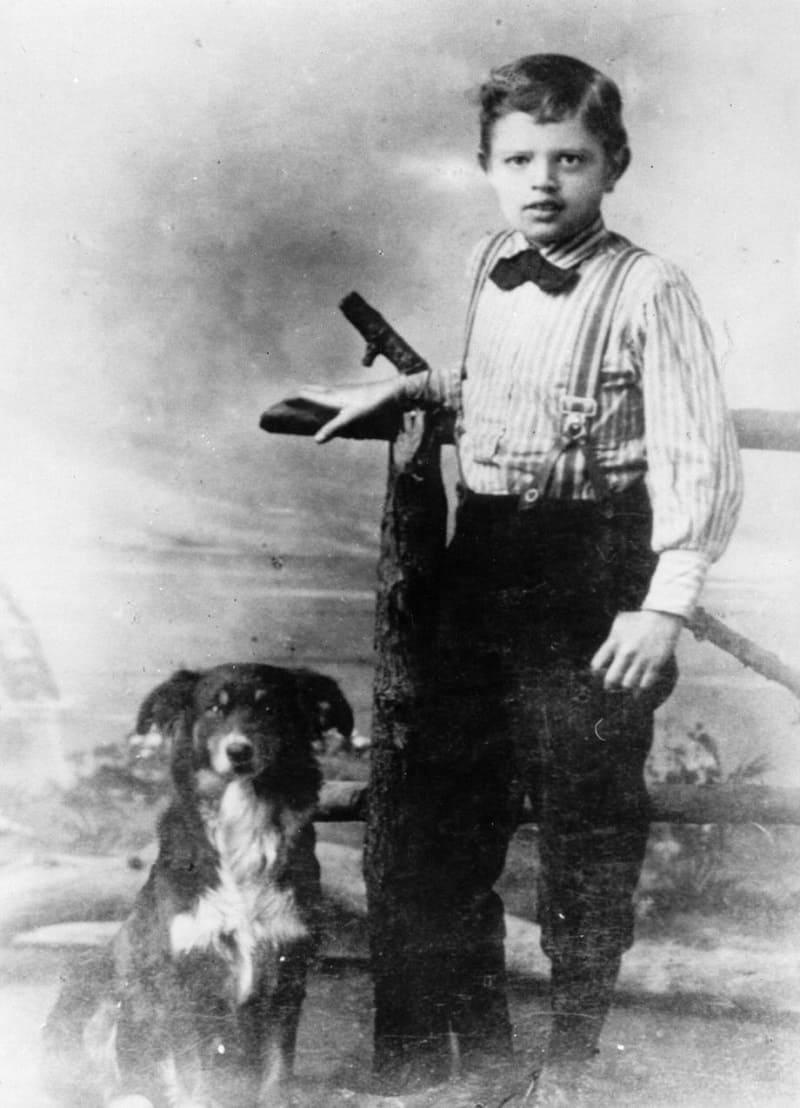 Джек Лондон в возрасте 9 лет и его пёс Ролло / spiegel.de