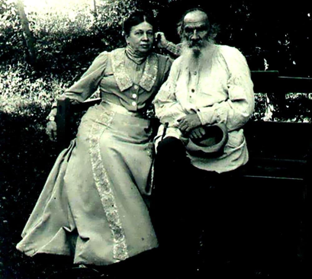 Лев Николаевич и Софья Андреевна Толстые