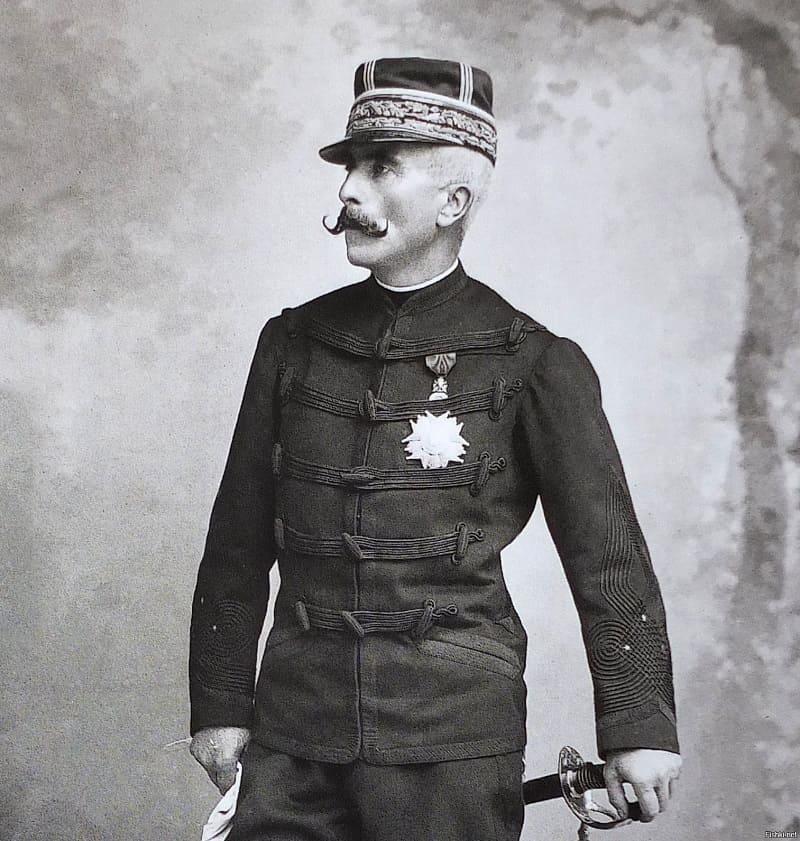 Маркиз Гастон Александр Огюст де Галифе французский кавалерийский генерал, известен как создатель брюк галифе