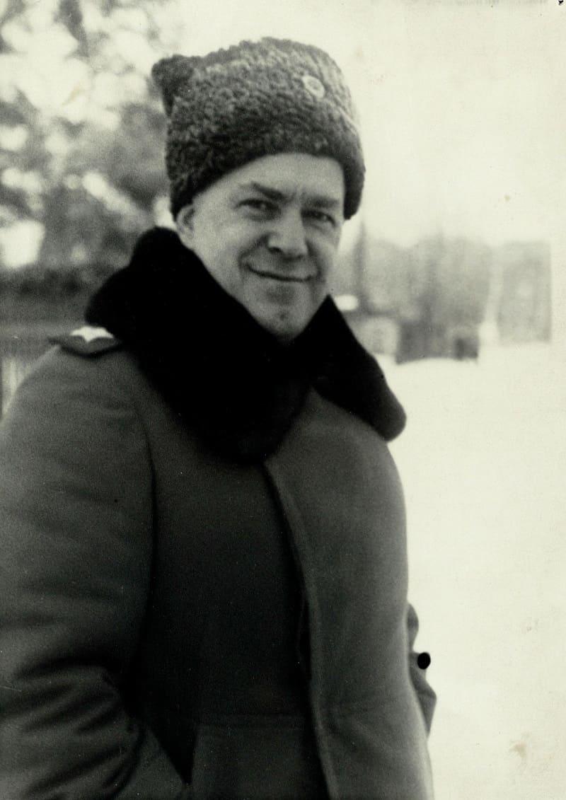 Маршал Советского Союза Жуков Г.К. в тулупе и папахе, 1944 / образывойны.рф