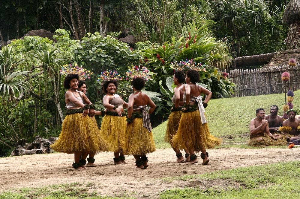 Меланезийки - жительницы государства Фиджи, которое представляет из себя скопление из 332 вулканических и коралловых островов / globusturspb.ru